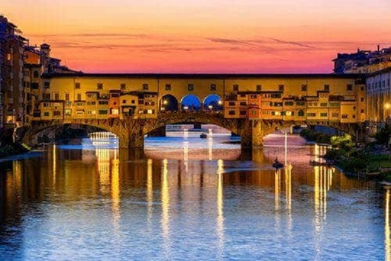 sunset view of ponte vecchio in florence.adaptive.767.1546431724686